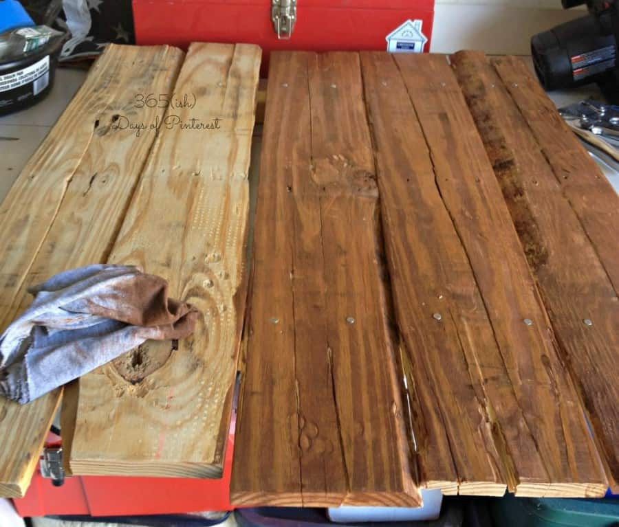 staining pallet sign