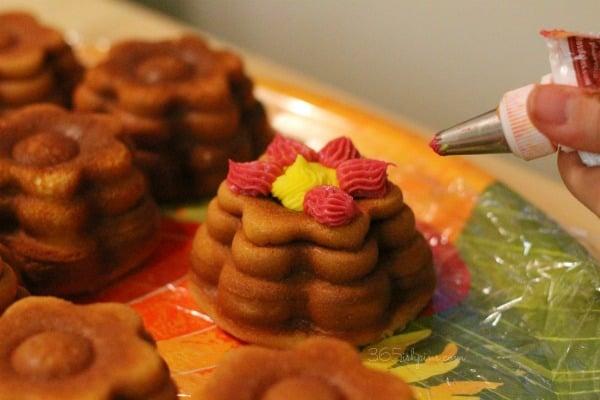 Cake Boss flower cakelette