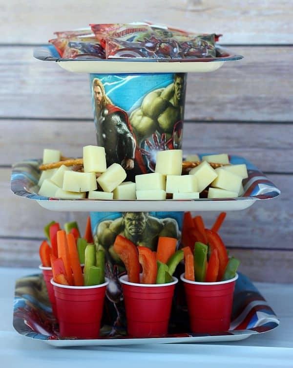 paper plate and cup serving tray