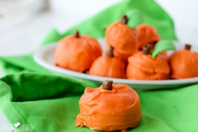 cake-ball-pumpkins-wide