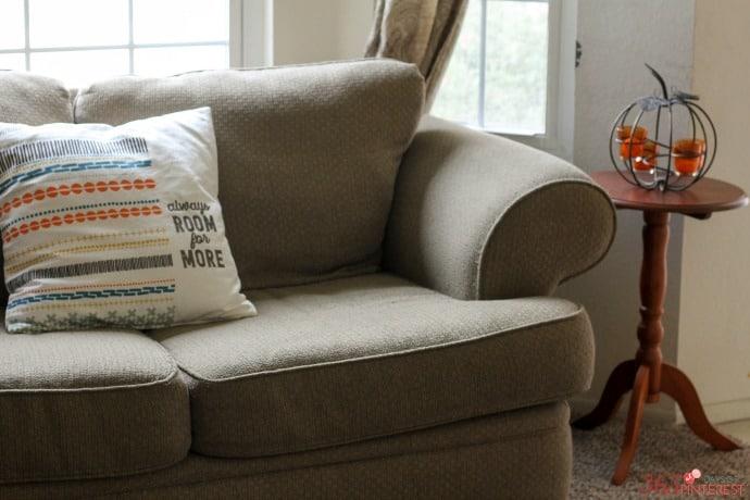 fall-decor-loveseat-pillow