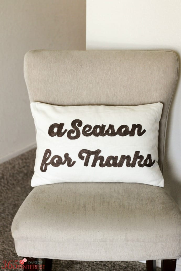fall-decor-thanks-pillow
