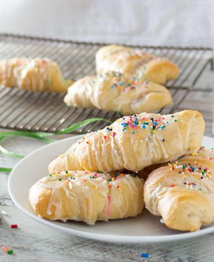 funfetti-cheesecake-stuffed-crescent-rolls-22-836x1024