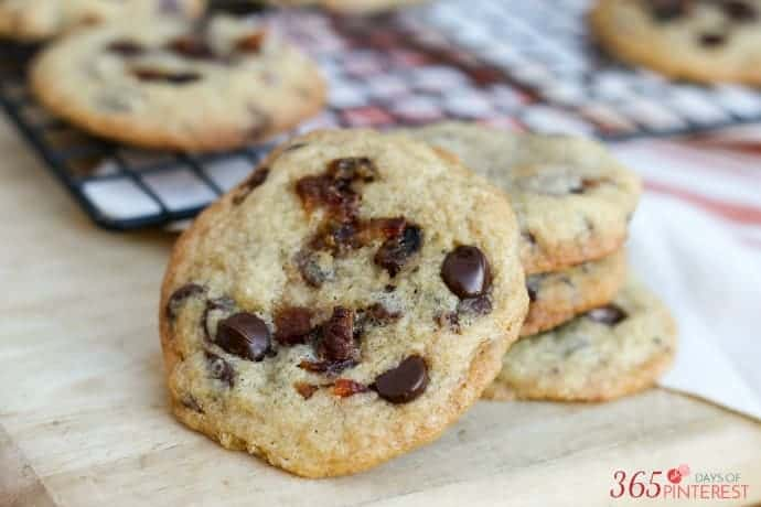 candied-bacon-chocolate-chip-cookies-topping